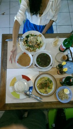 Warung Yogya: Beef soup, chicken curry and gado gado.