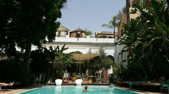 Les Jardins de la Medina : La piscine ombragée