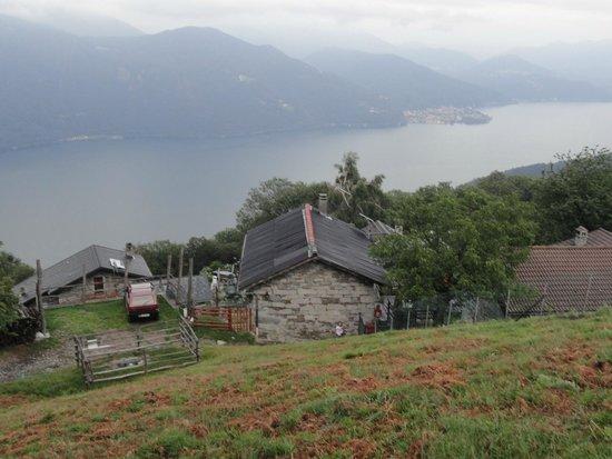 Agriturismo Da Attilio: zicht op het verblijf van iets hoger