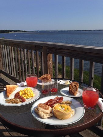 3 Royal Waterfront Suites: Breakfast on the deck