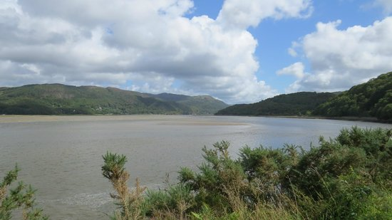 The Mawddach Trail: Hills across the river