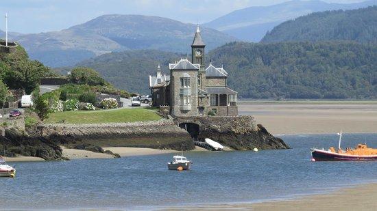 The Mawddach Trail: Fiw of boat house