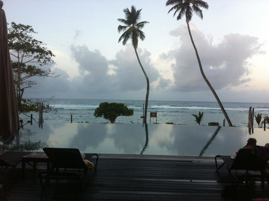 DoubleTree by Hilton Seychelles Allamanda Resort & Spa: Pool area