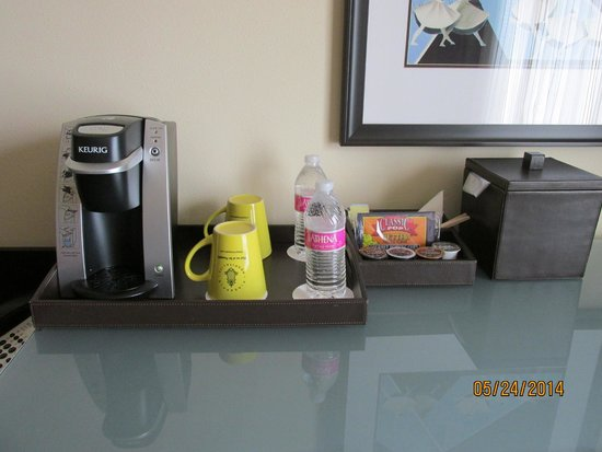 The Maxwell Hotel - A Staypineapple Hotel: keurig and supplies in room
