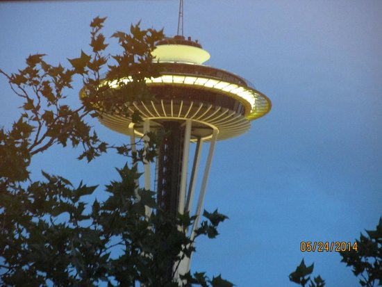 The Maxwell Hotel - A Staypineapple Hotel : view of the space needle from our room