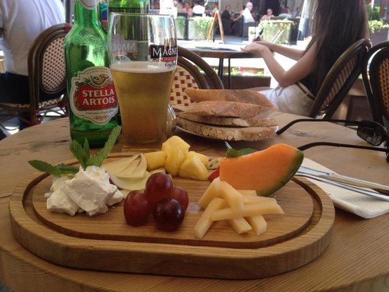 Hleb Nasushny: French beer, French cheese. I could almost be in France, even the women are hairy :)