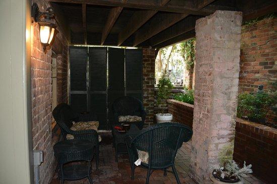 Zeigler House Inn: Courtyard