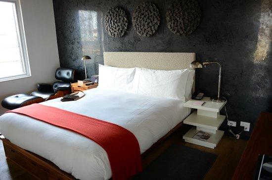 The Nolitan Hotel: Comfy, comfy bed and pillows