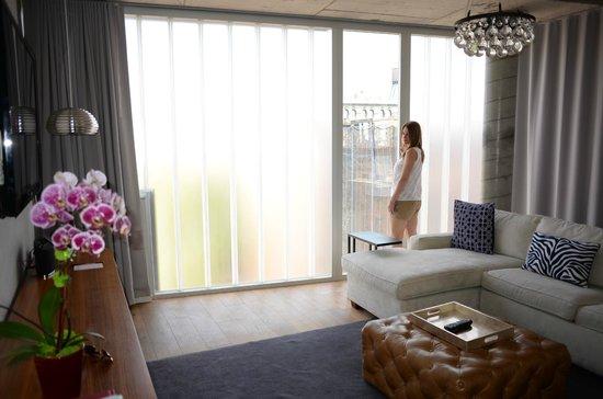 The Nolitan Hotel: living room