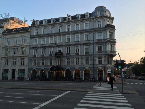 Hotel Alexandra: Hotel von der Straße aus gesehen