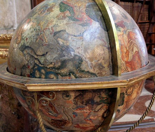 State Hall of the Austrian National Library: Lovely globe at the State Hall