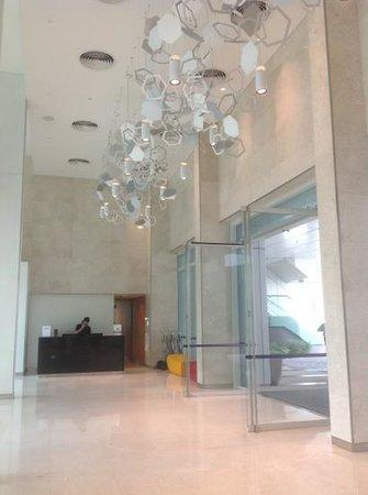Capri by Fraser Changi City: very spacious lobby area