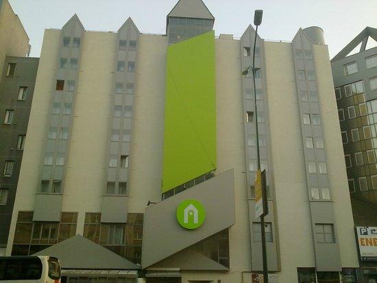 Campanile paris est pantin hotel voir les tarifs 301 for Hotel bas prix paris