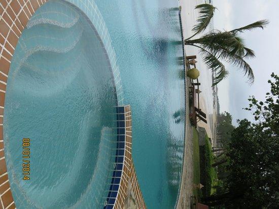 Amazing Ngapali Resort: Swimming choices