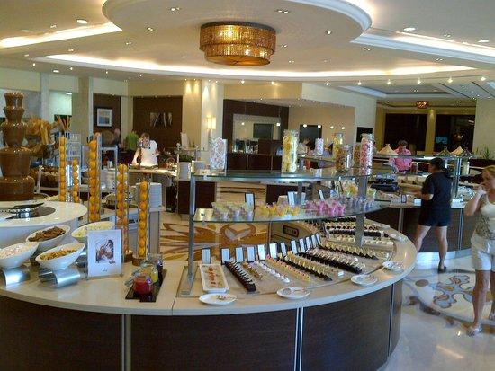 Hilton Ras Al Khaimah Resort & Spa : breakfast buffet
