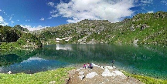 Il lago foto di lago ritorto madonna di campiglio for Immagini di laghetti