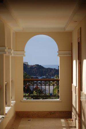 Gran Melia Palacio de Isora Resort & Spa: View towards Alcala from Hotel Walkway
