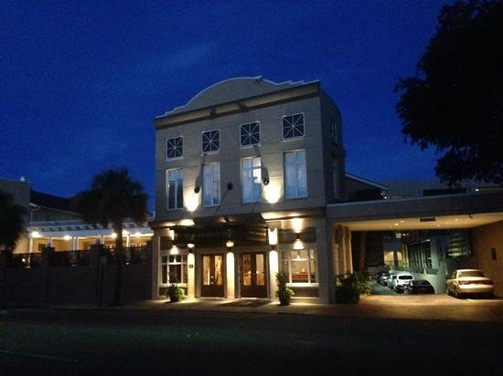 King Charles Inn : front of hotel early in the morning