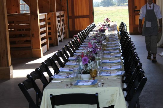 Nebo Lodge: The Barn Dinner Table before the meal