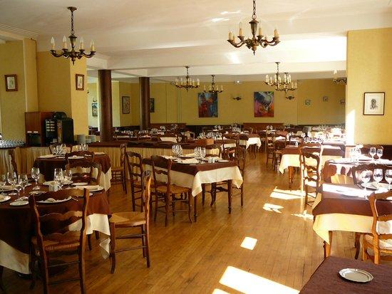 Hotel Beausejour : belle salle à manger,spacieuse et claire