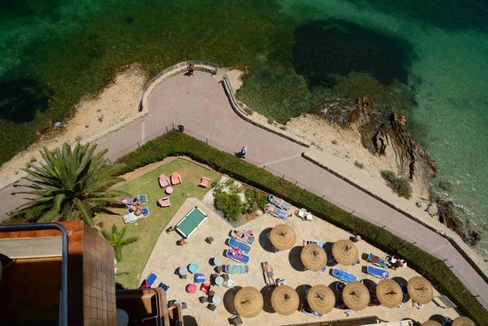Globales Santa Lucia: you can almost jump in to the sea....