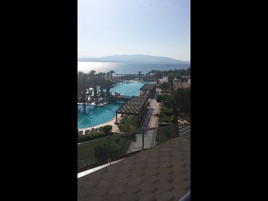 Venosa Beach Resort & Spa: View from our balcony.. room 1217.