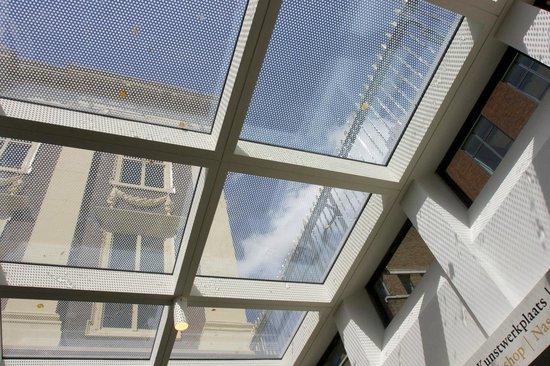 Mauritshuis : een blik omhoog vanuit de nieuwe entree