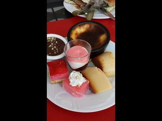 Venosa Beach Resort & Spa: selection of desserts