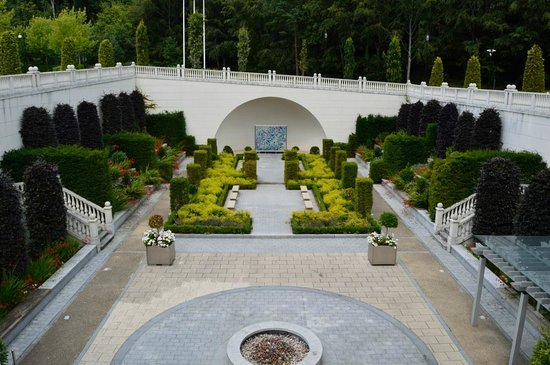 Powerscourt Hotel, Autograph Collection: The lovely guest garden