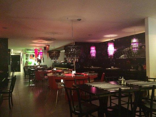 Restaurante Gatos de Rua : Ambiente propicia uma noite especial para casais.