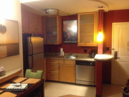 Residence Inn Birmingham Hoover: Kitchen