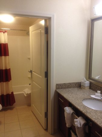 Residence Inn Birmingham Hoover: Bathroom