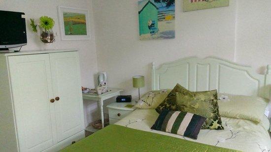 Tremayne Bed & Breakfast : Room 2; the green room