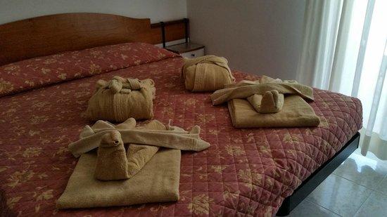 DaSamo Hotel : La camera sistemata al nostro arrivo