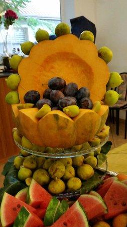 DaSamo Hotel: Composizione di frutta