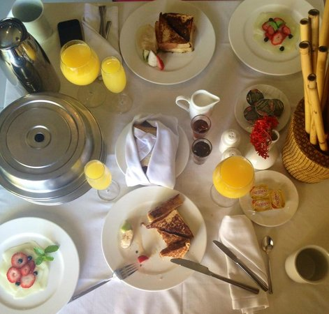 El Dorado Sensimar Riviera Maya: Our honeymoon breakfast in bed
