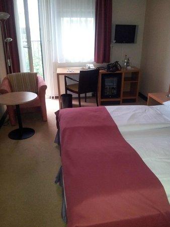 Berlin Mark Hotel: Vom Eingangsbereich in Richtung Schreibtisch/Fenster