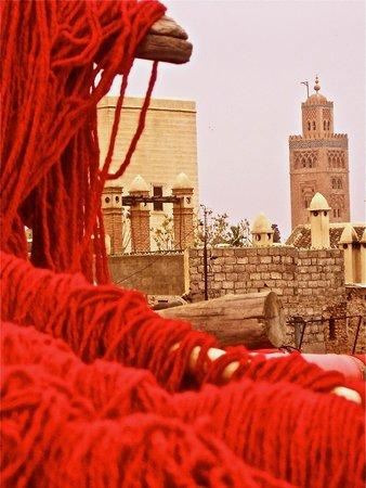 Marrakech Souk: La koutoubia vue des terrasses des teinturiers