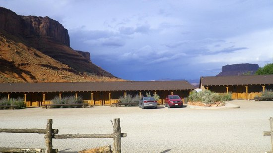 Red Cliffs Lodge: Hotel view
