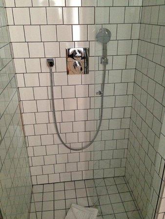 Best Western Premier Faubourg 88 : Bathroom
