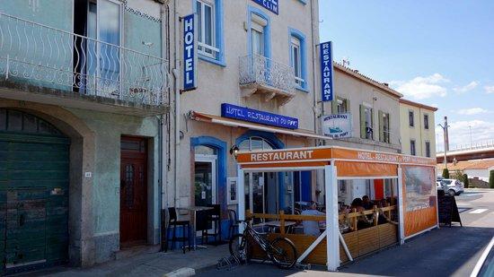 Facade Et Terrasse Photo De Hotel Du Port Port La Nouvelle - Hotel du port port la nouvelle