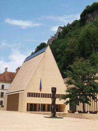 Vaduz Castle: центральная улица