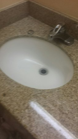 Hotel Morgantown and Conference Center: Clogged sink