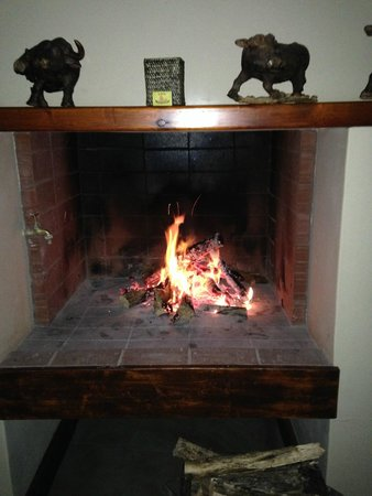 Madi-Madi Karoo Safari Lodge: cozy roaring fire