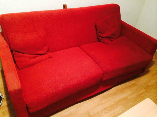 Sejours & Affaires Clairmarais - Reims: How the sofa bed looked when we arrived...yuck!!!...