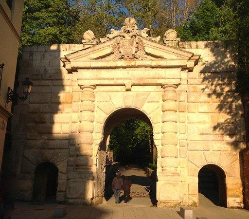 Plaza Nueva : Puerta de las Granadas on the Cuesta de Gomérez