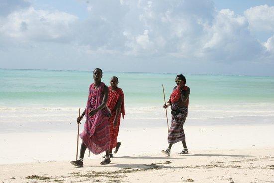 Ndame Beach Lodge Zanzibar: Masai on the beach