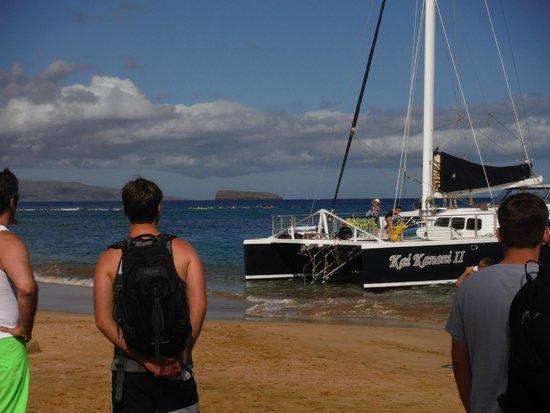 Kai Kanani Sailing Charters: Beach boarding