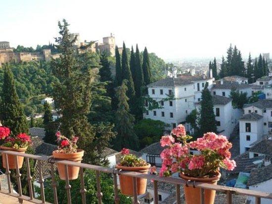 Solar Montes Claros: View over houses Albaicin, Granada
