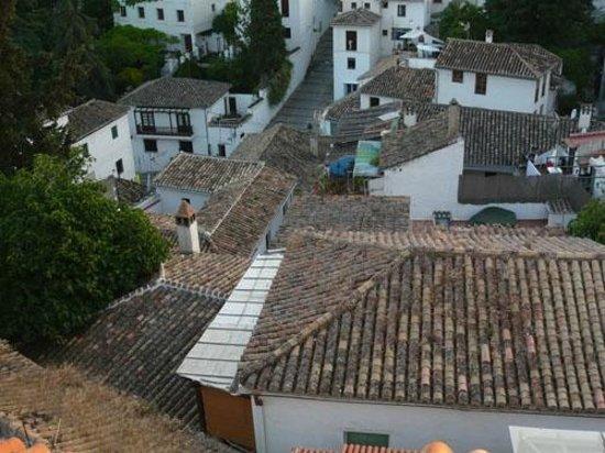 Solar Montes Claros : View over houses Albaicin, Granada